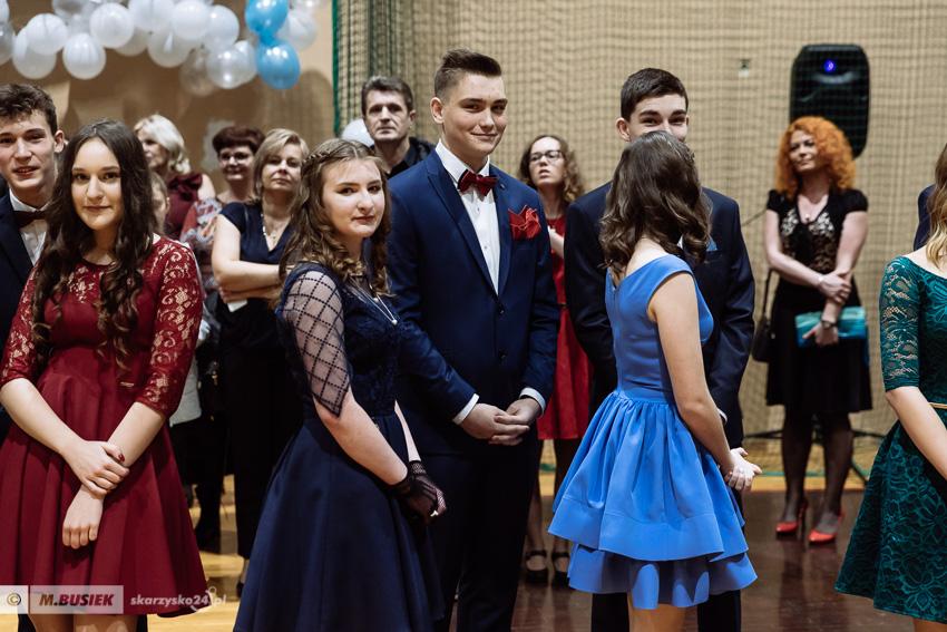 d64c6fbfc8 Był to ostatni bal gimnazjalny organizowany w naszym mieście. Od września  (wskutek reformy edukacji) szkoły gimnazjalne w całej Polsce przestaną  istnieć.